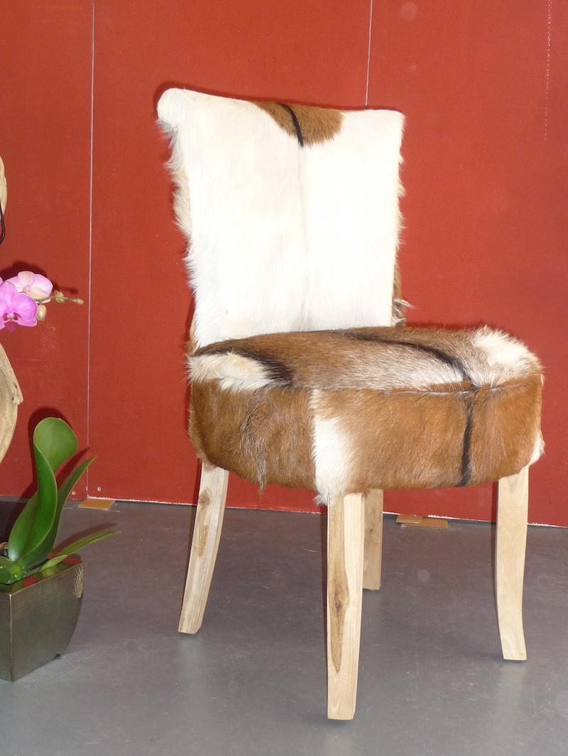 Midget an einen Stuhl gebunden