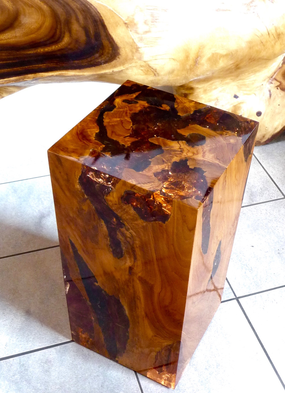 hocker aus holz teak wurzel m kunstharz resin podest s ule beistelltisch ebay. Black Bedroom Furniture Sets. Home Design Ideas